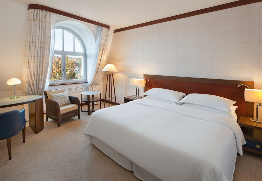 Pokój z dwoma łóżkami i widokiem na park